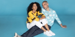 Guess x FriendsWithYou 2021: la capsule collection e la campagna con J Balvin