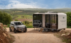 Jaguar Land Rover Defender Eco Home: la mini house su Airbnb per vivere un'estate off-road