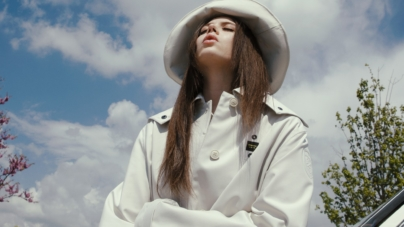 Lil Jolie Regole video ufficiale: il viaggio on the road, la cantante indossa Blauer Usa