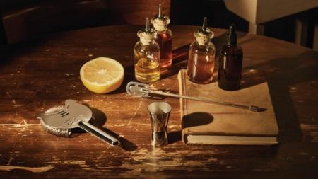 Mixology set cocktail Alessi: il design incontra l'arte della preparazione dei drink