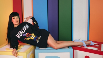 Moschino x Sesame Street: la campagna con Kacey Musgraves, il video