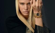 Versace orologi primavera estate 2021: la campagna e i nuovi modelli Mini Virtus Duo e Versace Code