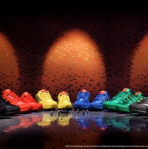 adidas Originals x Lego ZX 8000 Bricks: la nuova collezione di sneakers, il video