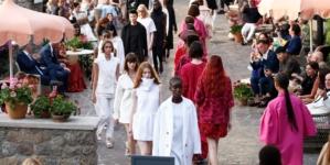 Max Mara Resort 2022: Local Color, la sfilata evento a Ischia, tutti i look e il video