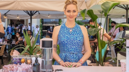 Nespresso Chiara Ferragni Temporary Café: dalla colazione alla cena in un'atmosfera estiva pop