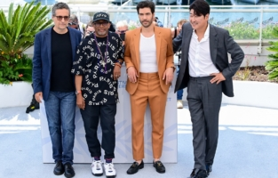 CANNES, FRANCE - JULY 06: Jury member Kleber Mendonça Filho, jury president Spike Lee, jury members Tahar Rahim and Song Kang-ho attend the Jury photocall during the 74th annual Cannes Film Festival on July 06, 2021 in Cannes, France. (Photo by Daniele Venturelli/WireImage)