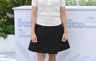 CANNES, FRANCE - JULY 06: Jodie Foster attends a photocall as she receives an honorary Palme D'Or during the 74th annual Cannes Film Festival on July 06, 2021 in Cannes, France. (Photo by Kate Green/Getty Images)