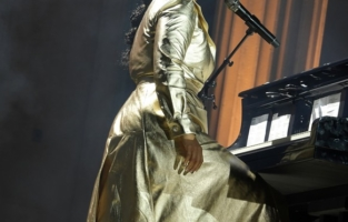 CAP D'ANTIBES, FRANCE - JULY 16:   Alicia Keys performs at the amfAR Cannes Gala 2021 at Villa Eilenroc on July 16, 2021 in Cap d'Antibes, France.  (Photo by David M. Benett/Dave Benett/Getty Images for amfAR)