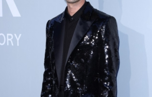 CAP D'ANTIBES, FRANCE - JULY 16: Darren Criss attends the amfAR Cannes Gala 2021 at Villa Eilenroc on July 16, 2021 in Cap d'Antibes, France. (Photo by Andreas Rentz/amfAR/Getty Images for amfAR)