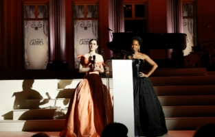 CAP D'ANTIBES, FRANCE - JULY 16: (L-R) Rachel Brosnahan and Regina King are seen on stage during the amfAR Cannes Gala 2021 at Villa Eilenroc on July 16, 2021 in Cap d'Antibes, France. (Photo by Kevin Tachman/amfAR/Getty Images for amfAR)