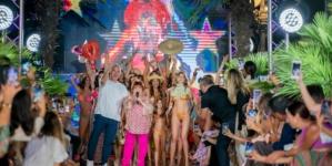 Pin-Up Stars costumi 2022: la sfilata evento con special guest Orietta Berti