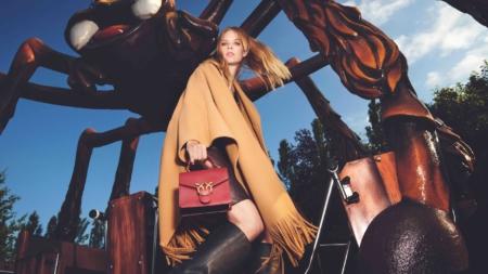 Pinko campagna autunno inverno 2021: il nuovo Luna Park fashionista con Lexi Boling