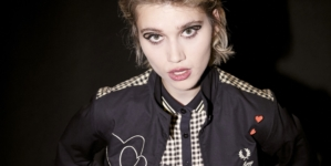 Fred Perry x Amy Winehouse Foundation: le patches illustrate disegnate dall'artista Pegasus