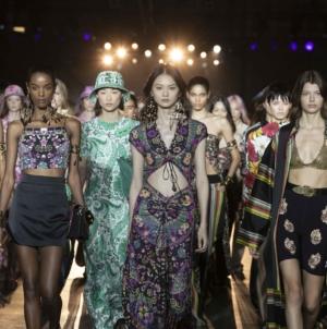 Etro Donna primavera estate 2022: In Full Bloom, tutti i look della sfilata