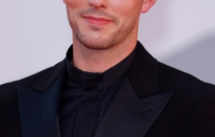 """VENICE, ITALY - SEPTEMBER 04: Nicholas Hoult attends the red carpet of the movie """"Competencia Oficial"""" during the 78th Venice International Film Festival on September 04, 2021 in Venice, Italy. (Photo by John Phillips/Getty Images for Armani Beauty)"""