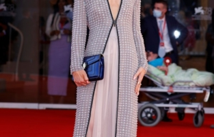 """VENICE, ITALY - SEPTEMBER 04: Victoria Magrath attends the red carpet of the movie """"Competencia Oficial"""" during the 78th Venice International Film Festival on September 04, 2021 in Venice, Italy. (Photo by John Phillips/Getty Images for Armani Beauty)"""