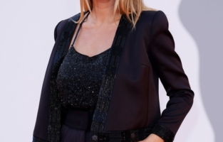 """VENICE, ITALY - SEPTEMBER 04: Caroline Receveur attends the red carpet of the movie """"Competencia Oficial"""" during the 78th Venice International Film Festival on September 04, 2021 in Venice, Italy. Photo by John Phillips/Getty Images for Armani Beauty)"""