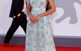 """VENICE, ITALY - SEPTEMBER 04: Lexi Underwood attends the red carpet of the movie """"Competencia Oficial"""" during the 78th Venice International Film Festival on September 04, 2021 in Venice, Italy. (Photo by John Phillips/Getty Images for Armani Beauty)"""