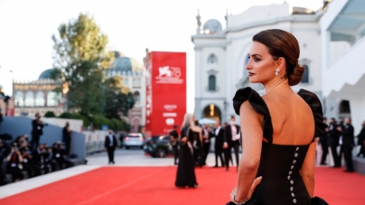 Festival di Venezia 2021 cerimonia apertura: Madre paralelas, Roberto Benigni e tutti i look delle star