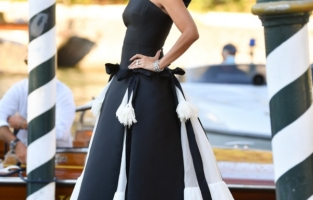 VENICE, ITALY - SEPTEMBER 01: Penelope Cruz is seen arriving at the 78th Venice International Film Festival on September 01, 2021 in Venice, Italy. (Photo by Jacopo Raule/Getty Images)