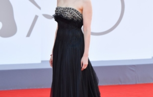 """VENICE, ITALY - SEPTEMBER 01: Jury member Sarah Gadon  attends the red carpet of the movie """"Madres Paralelas"""" during the 78th Venice International Film Festival on September 01, 2021 in Venice, Italy. (Photo by Stephane Cardinale - Corbis/Corbis via Getty Images)"""