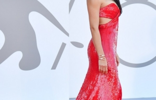 """VENICE, ITALY - SEPTEMBER 01: Adriana Lima attends the red carpet of the movie """"Madres Paralelas"""" during the 78th Venice International Film Festival on September 01, 2021 in Venice, Italy. (Photo by Stephane Cardinale - Corbis/Corbis via Getty Images)"""