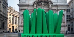 Fuorisalone 2021 Gufram: il Super Pratone, l'installazione per i 50 anni dell'iconica chaise longue