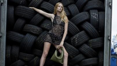 JW Anderson donna primavera estate 2022: il prêt-à-porter fotografato da Juergen Teller