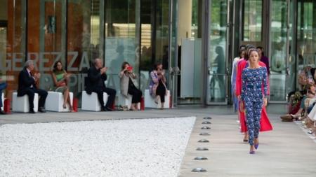 Laura Biagiotti primavera estate 2022: energia futurista, tutti i look della sfilata