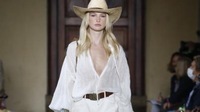 Luisa Spagnoli primavera estate 2022: spirito avventuroso, tutti i look della sfilata