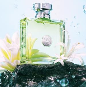 Profumo Versense di Versace: la nuova campagna della fragranza femminile