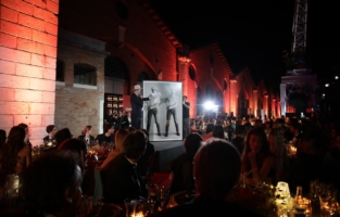VENICE, ITALY - SEPTEMBER 10: attends the amfAR Venice gala 2021 on September 10, 2021 in Venice, Italy. (Photo by Kennedy Pollard/amfAR/Getty Images for amfAR)