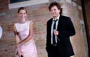 VENICE, ITALY - SEPTEMBER 10: Dylan Penn and Emile Hirsch speak on stage during the auction at the amfAR Venice gala 2021 on September 10, 2021 in Venice, Italy. (Photo by Claudio Lavenia/amfAR/Getty Images for amfAR)