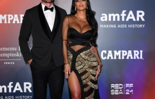 VENICE, ITALY - SEPTEMBER 10: Thom Evans and Nicole Scherzinger attend the amfAR Venice gala 2021 on September 10, 2021 in Venice, Italy. (Photo by Pietro D'Aprano/amfAR/Getty Images for amfAR)