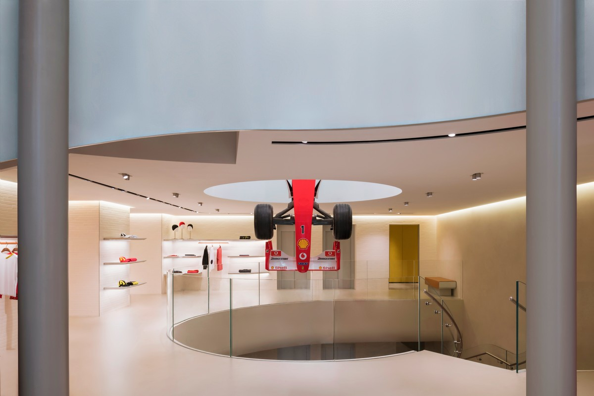 Ferrari store Milano